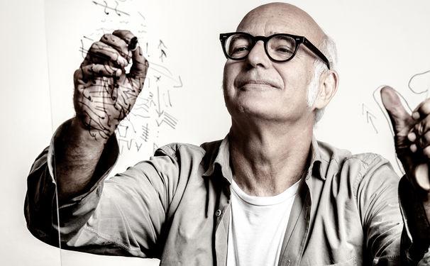 Ludovico Einaudi, Punkte, Linien, Formen, Fragmente – Ludovico Einaudi hat mit Elements ein neues Konzept-Album eingespielt