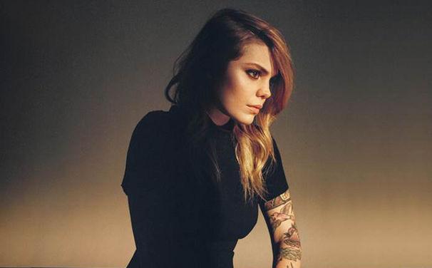 Coeur De Pirate, Jetzt vorbestellen: Coeur De Pirate schlägt auf ihrem dritten Album Roses neue Wege ein