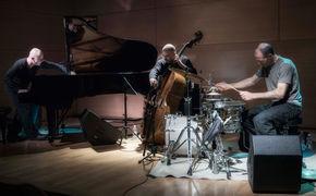 Stefano Battaglia Trio, Auf musikalischer Schatzsuche: Das Stefano Battaglia Trio spielt Werke von Alec Wilder