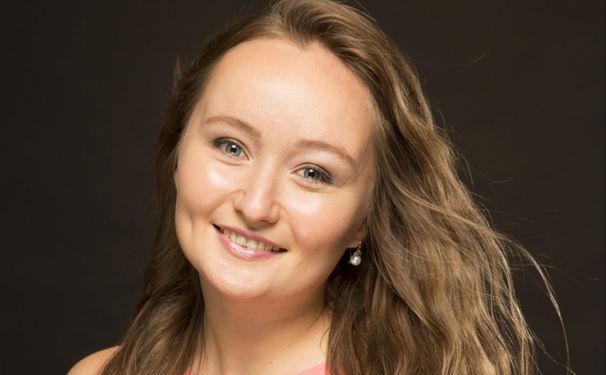 Julia Lezhneva, Jugend und musikalische Meisterschaft im Doppelpack