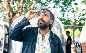Stefano Bollani, Ungewöhnliche Begegnung der dritten Art - Bollani mit überraschenden Klängen