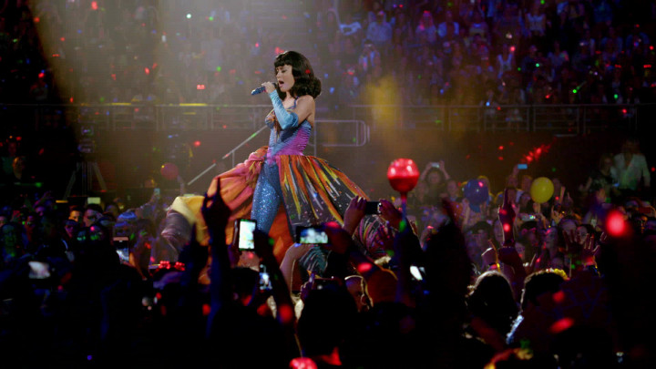 Katy Perry - Firework - (The Prismatic World Tour - Live)