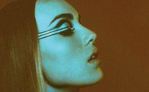 Zella Day, Holt euch das Debüt-Album Kicker von Zella Day in allen Versionen