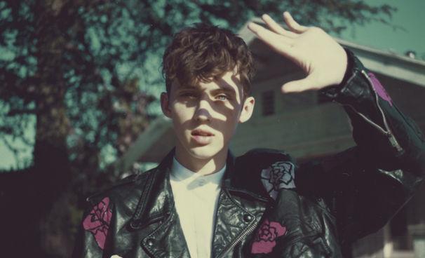 Troye Sivan, Zarte Klangbilder auf Troye Sivans Debüt-Album Blue Neighbourhood