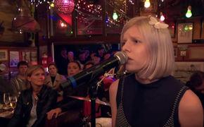 Aurora, Mit Aurora durch Inas Nacht: Seht hier den TV-Auftritt der Sängerin