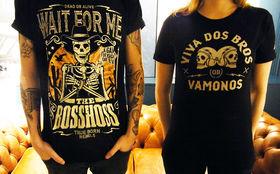 The BossHoss, Klamotten für Cowboys: Gewinnt lässige Shirts und Pullis von The BossHoss