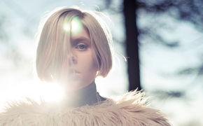 Aurora, Aurora gibt sich kämpferisch: Mit Warrior veröffentlicht sie die letzte Vorab-Single