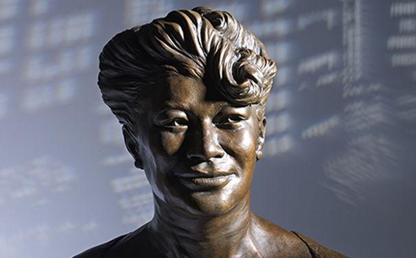 Ella Fitzgerald, Teures Weihnachtsgeschenk - Bronze-Ella sucht liquiden Jazzfan