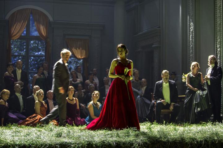 Günter Papendell, Asmik Grigorian, Alexey Antonov, Chorsolisten der Komischen Oper Berlin