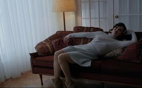 Elton John, Elton John zeigt das Video zu Blue Wonderful aus seinem 33. Studio-Album Wonderful Crazy Night