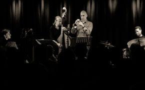 Ralph Alessi, New Yorker Spitzentrompeter - Ralph Alessi verbindet Lyrismus mit quecksilbrigen Melodien