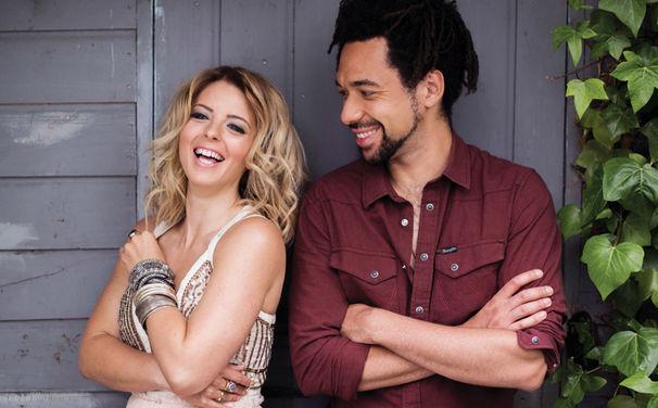 The Shires, Herzlich willkommen bei Universal Music: Das Newcomer-Duo The Shires mit ihrem Debüt-Album Brave