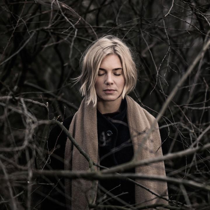 Julia Kadel Trio – Über Und Unter – 2016