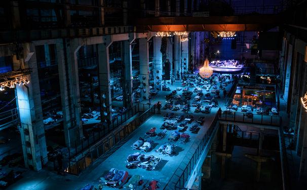 Max Richter, 8 Stunden Musik für die Nacht - Max Richters Sleep live im Berliner Kraftwerk