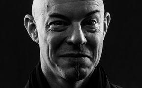 Nik Bärtsch, Grooven im Raum-Zeit-Kontinuum - Nik Bärtsch erschließt neue Klangdimensionen