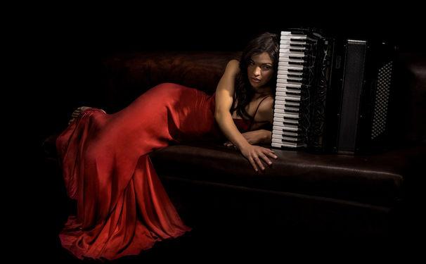 Ksenija Sidorova, Viva la Carmen - Ksenija Sidorova präsentiert mit Carmen ein feuriges Debütalbum unter dem Dach der Deutschen Grammophon