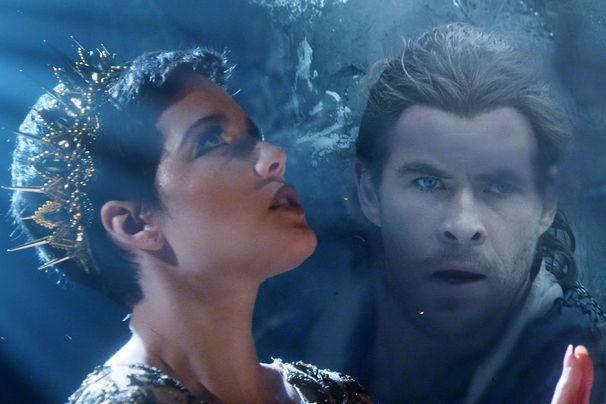 Halsey, Aus The Huntsman & The Ice Queen: Halsey präsentiert ihren Song Castle bei MTV Movie Awards