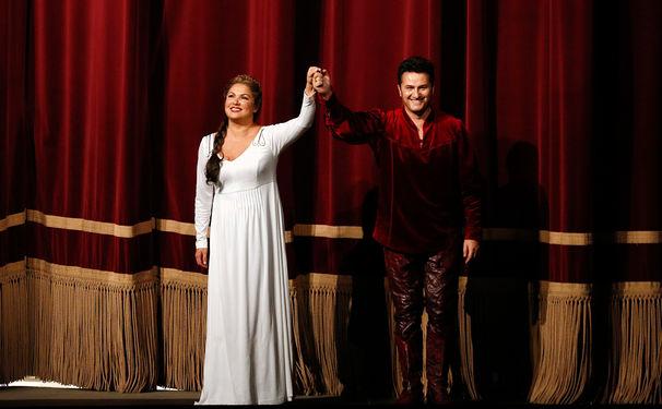 Anna Netrebko, Jubelstürme & Blumenwürfe: Anna Netrebko und Piotr Beczala überzeugen mit einem glänzenden Wagner-Debüt an der Semperoper
