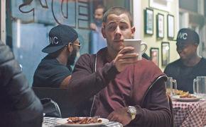 Nick Jonas, Liebe geht durch den Magen: Nick Jonas präsentiert seine Single Bacon aus dem Album Last Year Was Complicated