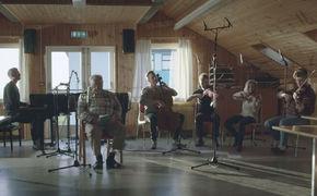 Ólafur Arnalds, Árbakkinn - Ólafur Arnalds veröffentlicht sein erstes Werk zum Projekt Island Songs