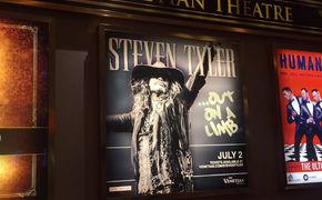 Steven Tyler, Ob als Country-Man oder als Hard-Rocker: Steven Tyler zeigt sich während seiner Out On A Limb-Tour als Rampensau