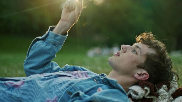 Troye Sivan, Be WILD: Troye Sivan und Alessia Cara inspirieren mit neuem gemeinsamem Musik-Video