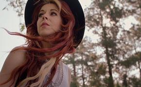 Lindsey Stirling, Aus dem Soundtrack von Elliot, der Drache: Seht hier das Musikvideo des Lindsey-Stirling-Songs Something Wild (feat Andrew McMahon In The Wilderness)