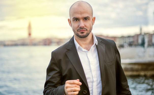 Franco Fagioli, Von der Rolle. Franco Fagioli präsentiert mit Rossini die beeindruckenden Möglichkeiten seiner Stimme