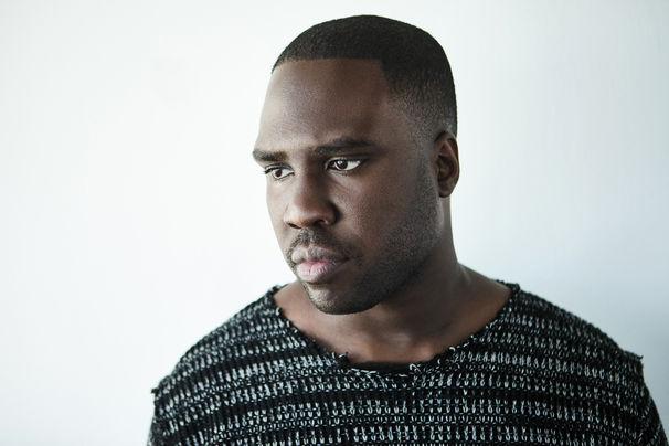 Derrick Hodge, Der Alleskönner - Derrick Hodge brilliert als stilistisches und instrumentales Chamäleon