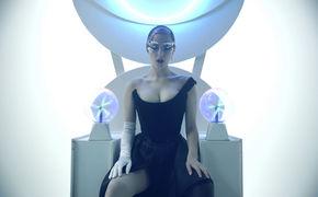 Banks, Schnüre, Schlangen und Schatten: Banks' hypnotisches Video zum Track Gemini Feed ist da