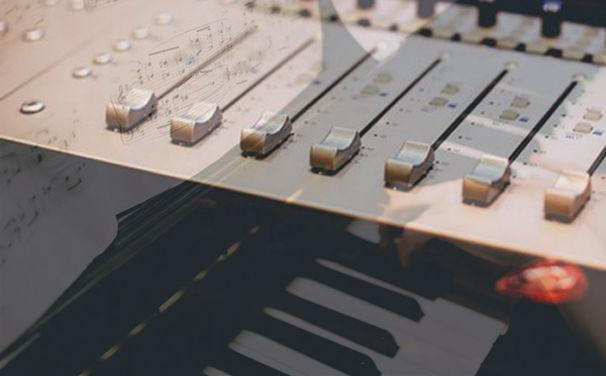 Diverse Künstler, Genial gemixt - Die Playlist Reworked präsentiert auf Spotify klassische Klänge im elektronischen Gewand