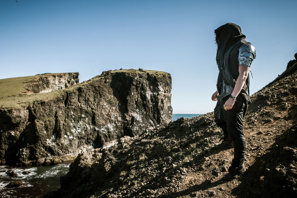 The Dark Tenor, Nightfall Symphony ist da: The Dark Tenor vereint Klassik und Pop mystisch auf seinem zweiten Album