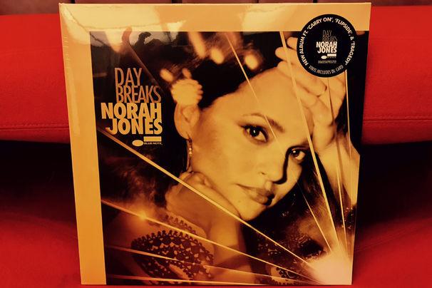 Norah Jones, Bei JazzEcho.de: Das neue Norah Jones' Album Day Breaks als Vinyl-Version gewinnen