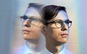 Víkingur Ólafsson, Signiertes Víkingur Ólafsson Album Philip Glass: Piano Works zu gewinnen