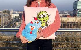 Sascha Grammel, Gewinnt das Sascha Grammel Fanpaket mit dem Kuschel-Huhn und dem Kissen Baby Josie