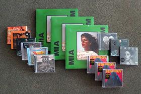 Musik zu Weihnachten, Großes Geschenktipps-Gewinnspiel: Ergattert CDs von The Weeknd, Bon Jovi, Emeli Sandé, Ariana Grande und vielen mehr