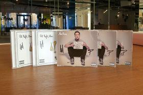 Mike Posner, Signierte Singles und Alben von Mike Posner: Gewinnt I Took A Pill In Ibiza und At Night, Alone.