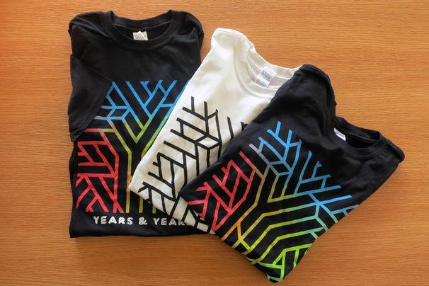 Years & Years, Macht mit und gewinnt T-Shirts von Years & Years
