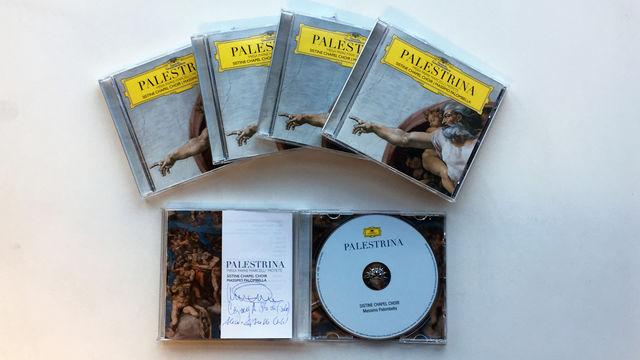 Chor der Sixtinischen Kapelle, Signiertes Album vom  Chor der Sixtinischen Kapelle unter Massimo Palombella