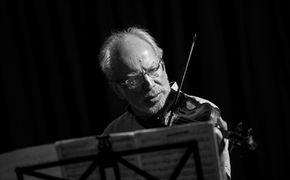 ECM Sounds, Melancholische Gelassenheit – Gidon Kremer spielt Mieczysław ...