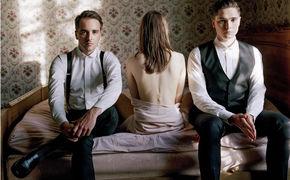 Her, Rhys Lewis und Her mit neuen Videos: Seht I Know The Feeling und Blossom Roses
