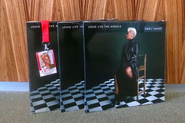 Emeli Sandé, Gewinnspiel mit Emeli Sandé: Ergattert eine Vinyl des aktuellen Albums Long Live The Angels