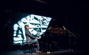 Víkingur Ólafsson, Die Magie der Stille - Víkingur Ólafsson und Tale Of Us waren zu Gast bei der Yellow Lounge