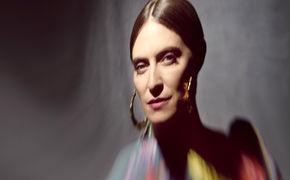 Feist, Erster Vorbote: Feist veröffentlicht Titelsong aus ihrem neuen Album Pleasure