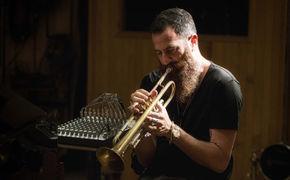 Avishai Cohen (Trompete), Avishai Cohen - Musikalischer Seelenretter
