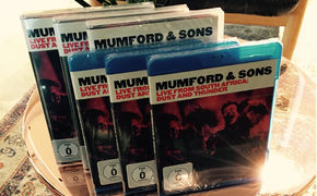 Mumford & Sons, Open-Air-Feeling für zu Hause: Gewinnt Mumford & Sons' Live-DVD oder BluRay