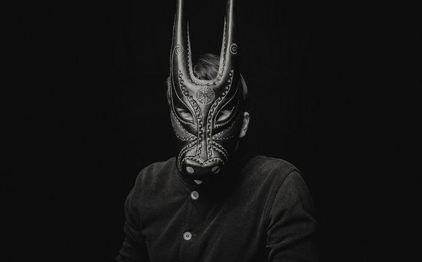 Lambert, Lambert - der Pianist mit der Maske steht Rede und Antwort im Interview