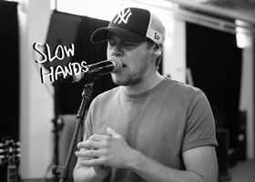 Niall Horan, Slow Hands (Lyric Video)
