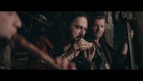 Der Fluch des Drachen, Wild und Frei (Lied der Hexe Runa)