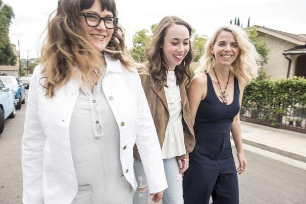 I'm With Her, Kleine Lügen, großer Erfolg - das Americana-All-Star-Trio I'm With Her begeistert mit seiner ersten Single